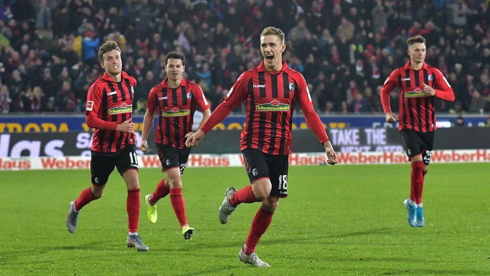 Der SC Freiburg bezwang Eintracht Frankfurt, die zwei Platzverweise hinnehme... - Bildquelle: imago images/Jan Huebner