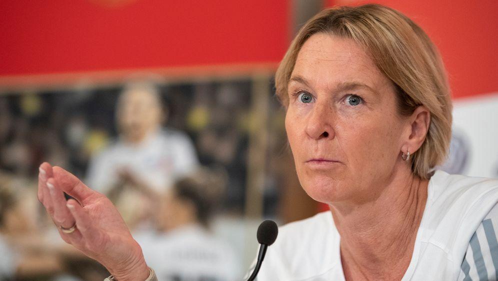 BundestrainerinMartina Voss-Tecklenburg hofft im Viertelfinale gegen Schwed... - Bildquelle: 2019 Getty Images