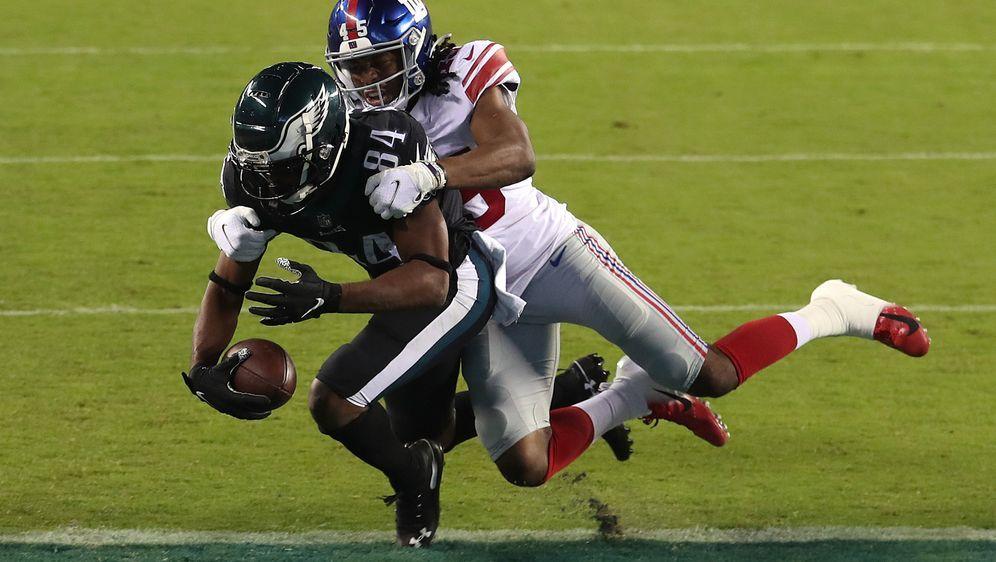 Zwischen den Giants und Eagles bleibt es bis in die Schlusssekunden spannend... - Bildquelle: Getty