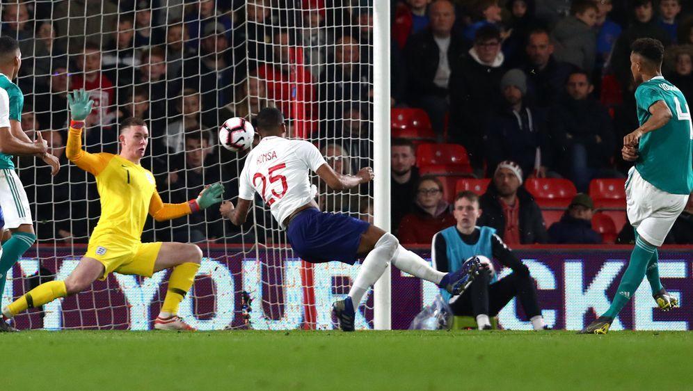 Das 2:1 für die DFB-Elf erzielte Felix Uduokhai in der Nachspielzeit - Bildquelle: FIROFIROSID