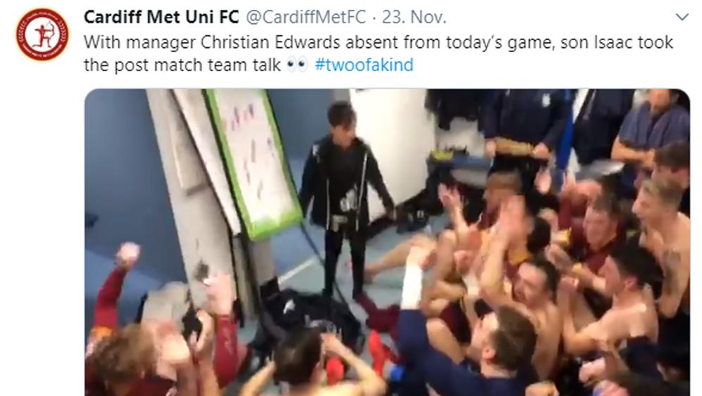 Ein bewegender Moment in der Kabine des walisischen Erstligisten aus Cardiff - Bildquelle: Twitter-Kanal von Cardiff Met Uni FC