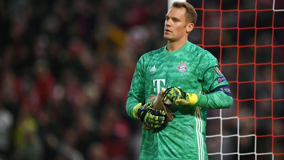 Manuel Neuer konzentriert sich voll auf sein Spiel - Bildquelle: Getty Images