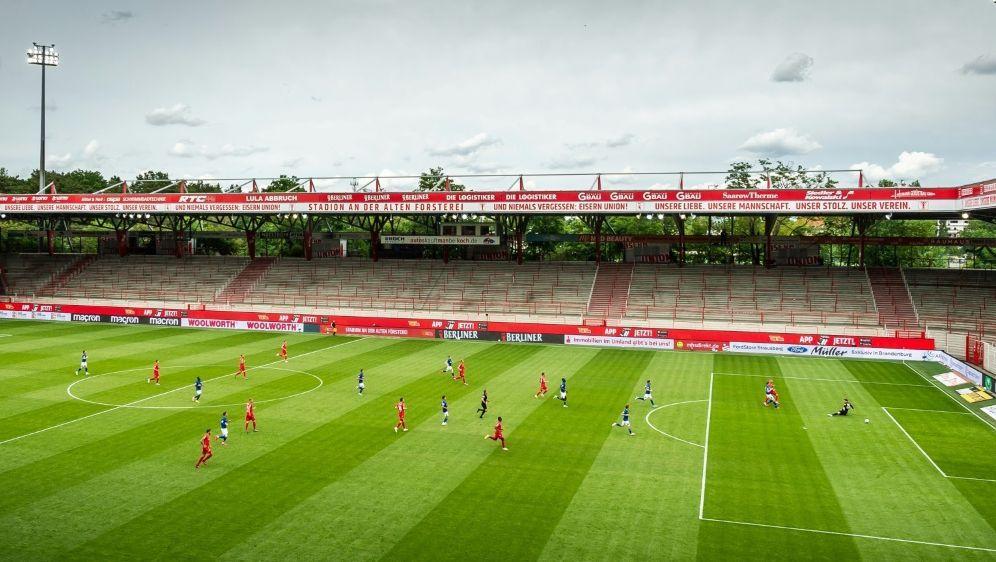 Union Berlin möchte die Tribünen wieder mit Fans füllen - Bildquelle: FIROFIROSID