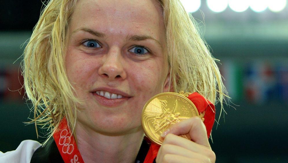 Britta Steffen holte bei Olympia 2008 Doppel-Gold - Bildquelle: FIROFIROSID