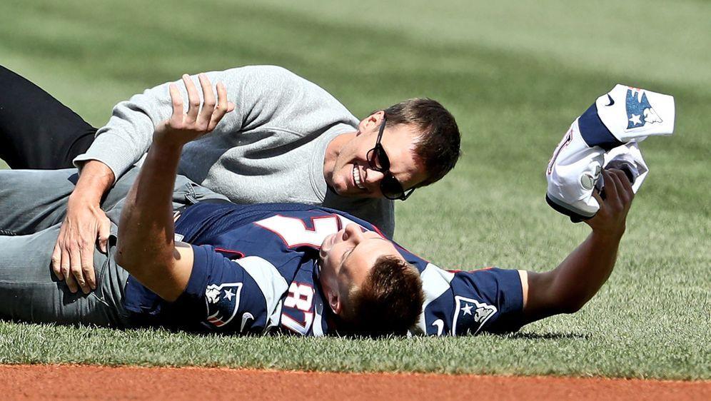 Rob Gronkowski trainiert wieder mit Ex-Teamkollege Tom Brady. - Bildquelle: 2017 Getty Images
