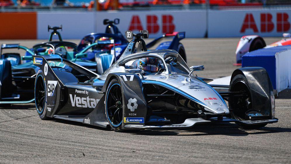 Beim Finale in Berlin wurde es Nyck de Vries zuweilen zu eng. - Bildquelle: Motorsport Images