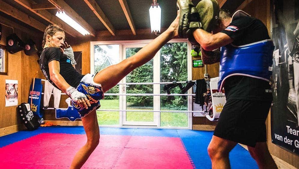 Vielseitige Kicks sind die Spezialität von Sarèl de Jong - Bildquelle: Facebook/Sarèl de Jong