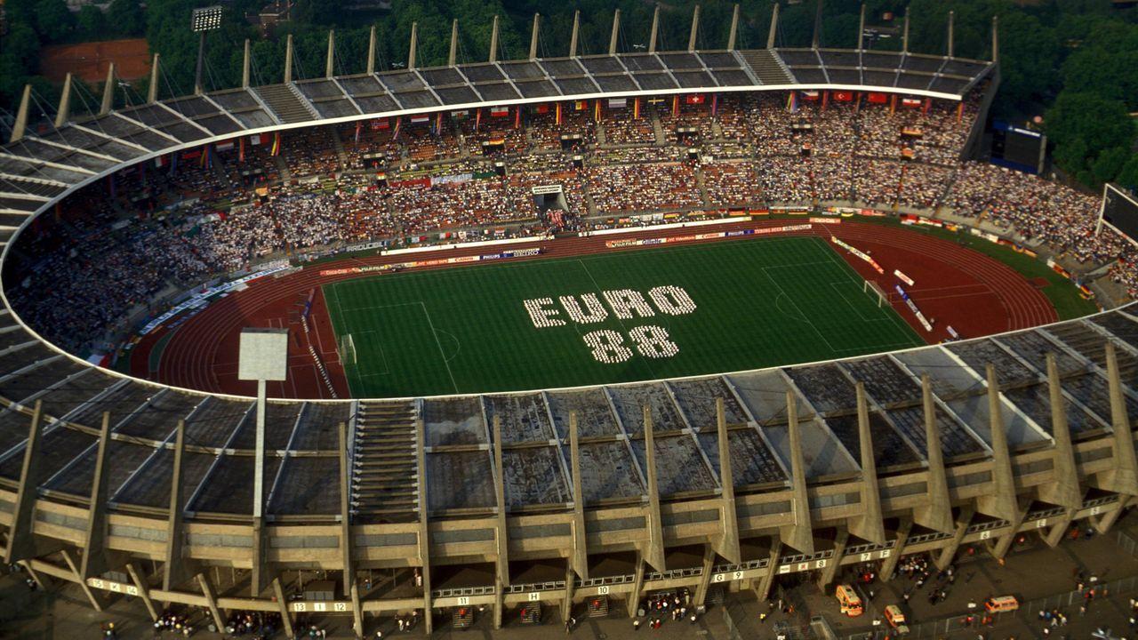 EM 1988: Eröffnungsspiel in Düsseldorf - Bildquelle: Imago