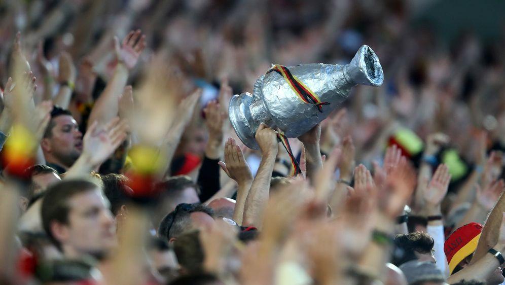 Ab dem 4. Dezember können sich deutsche Fans für Tickets bei der EM-Endrunde... - Bildquelle: 2016 Getty Images