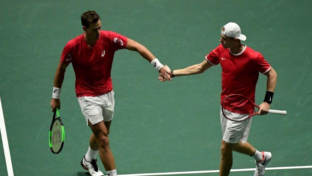 Vasek Pospisil (l.) und Denis Shapovalov im Halbfinale - Bildquelle: AFPSIDJAVIER SORIANO