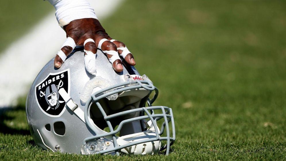 Antonio Brown (Oakland Raiders) scheitert mit Helm-Klage - Bildquelle: GETTY AFPSIDJED JACOBSOHN