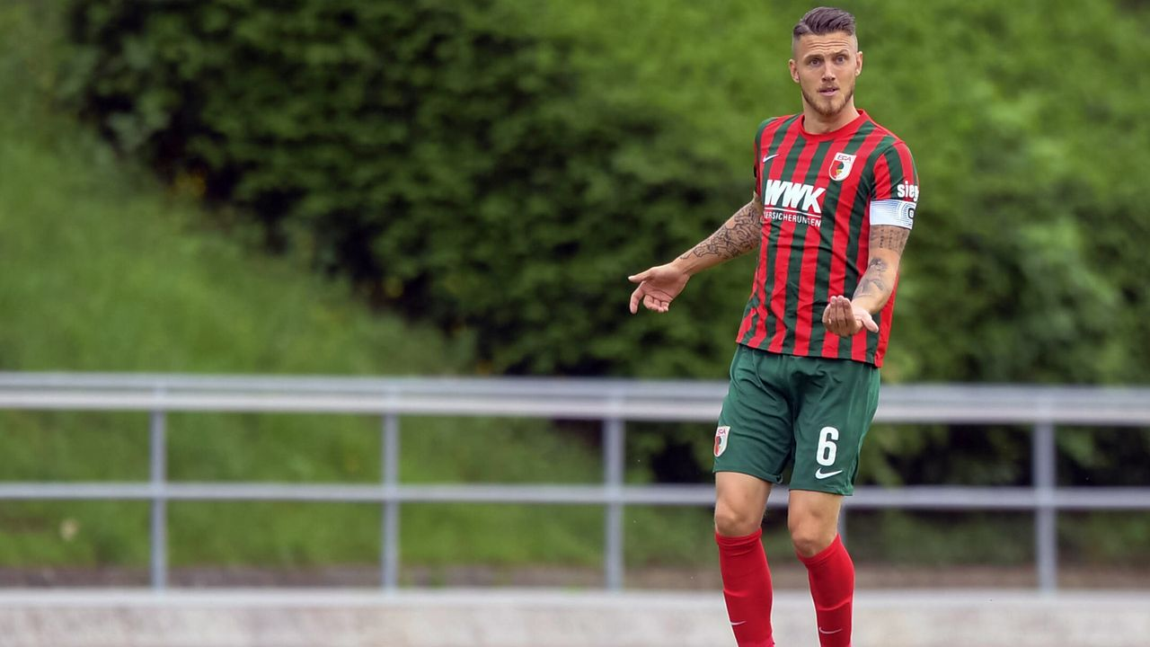 FC Augsburg: Jeffrey Gouweleeuw - Bildquelle: imago images/Passion2Press