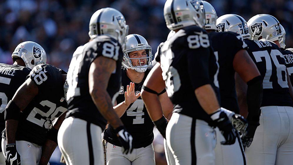 Die Oakland Raiders mit Quarterback Derek Carr verpassten vergangene Saison ... - Bildquelle: 2015 Getty Images