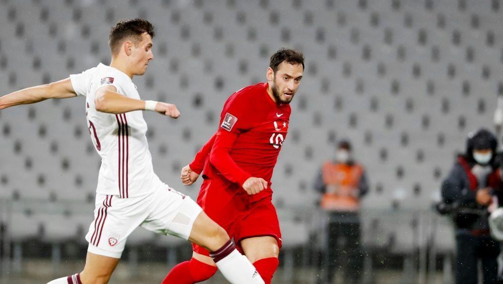 Calhanoglu freut sich auf das Spiel gegen Italien - Bildquelle: FIROFIROSID