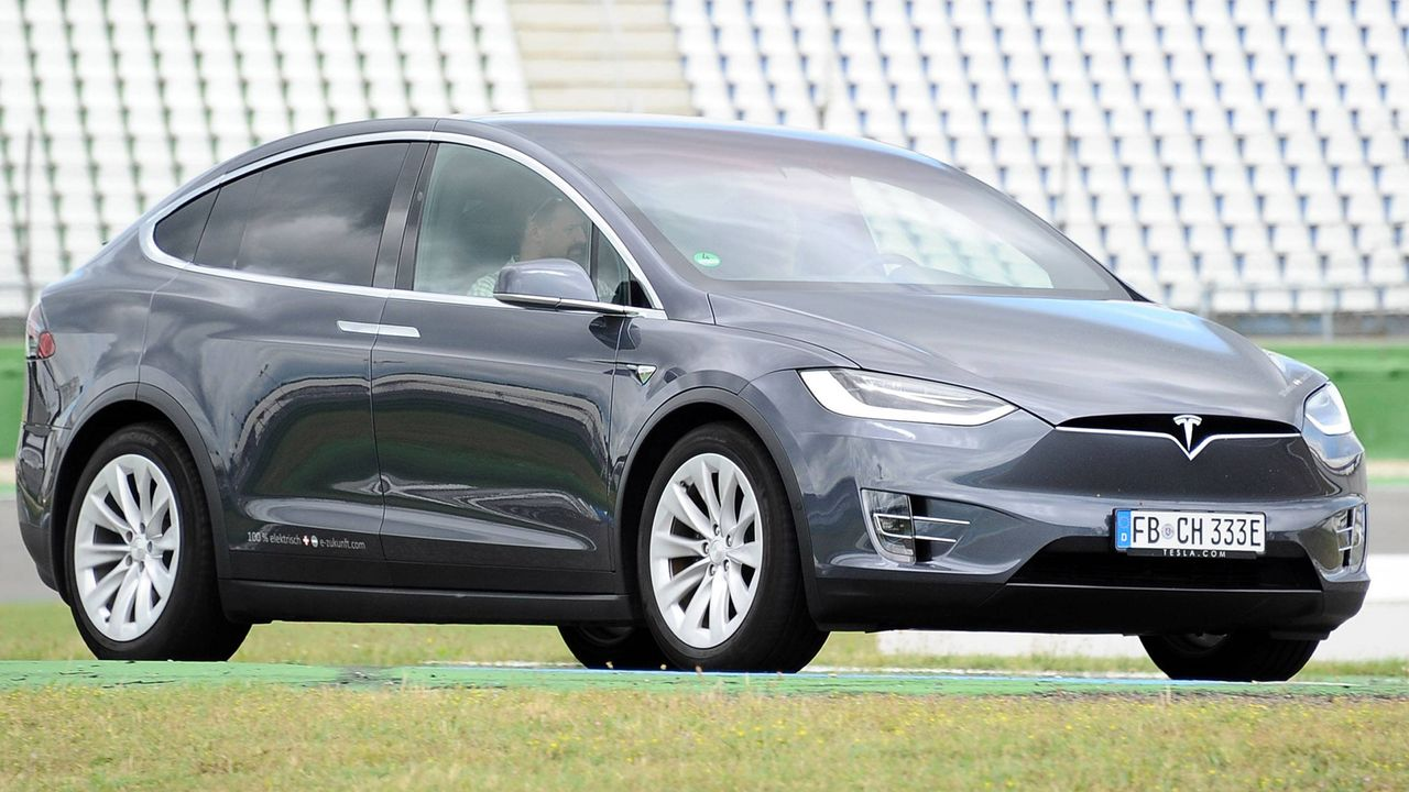 Tesla Model X - Bildquelle: imago images / STAR-MEDIA