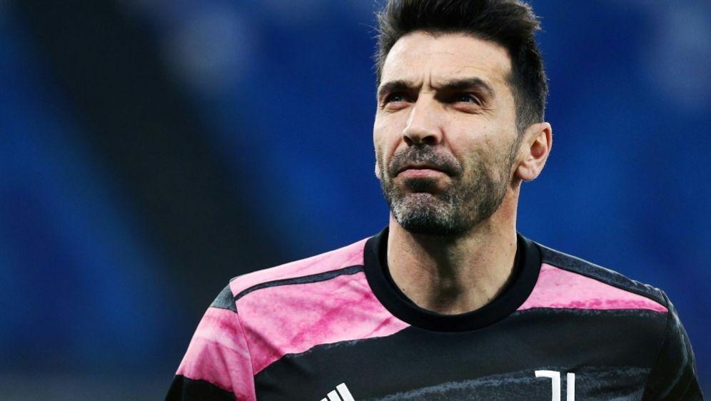 Gianluigi Buffon spielt wohl zukünftig für Zweitligist Parma - Bildquelle: FIROFIROSID