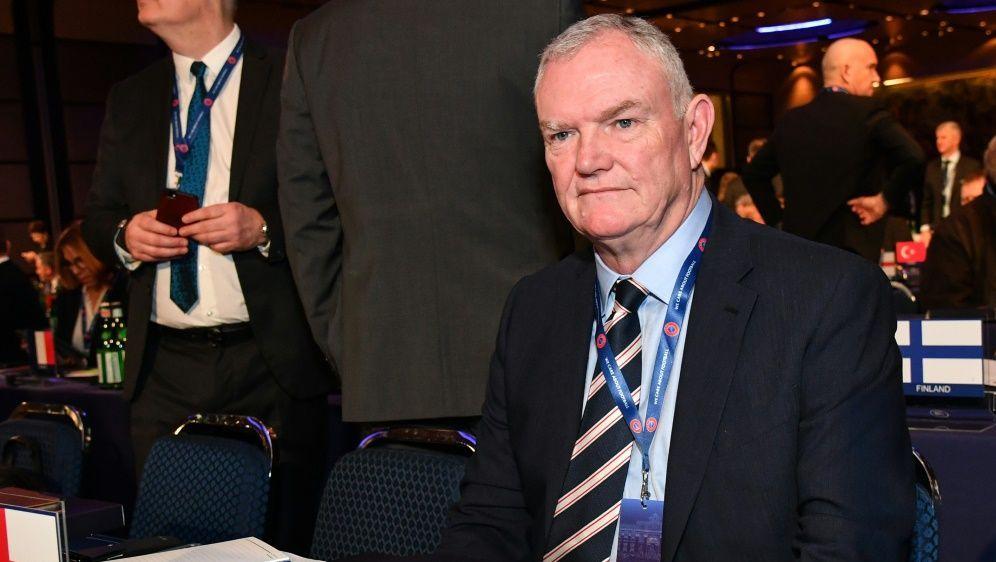 FA-Präsident Greg Clarke schlägt Standby-Wechsel vor - Bildquelle: AFPSIDANDREAS SOLARO