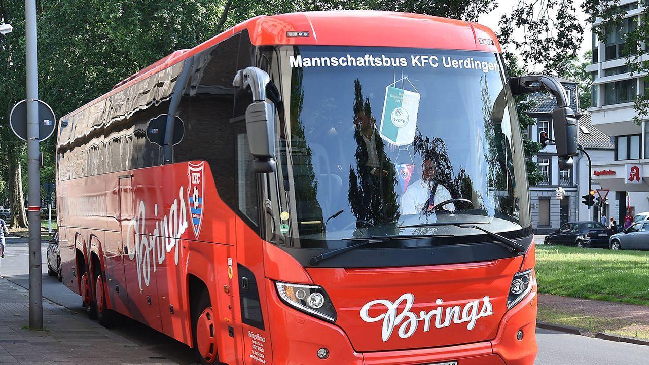 Mannschaftsbus - Bildquelle: imago/Revierfoto