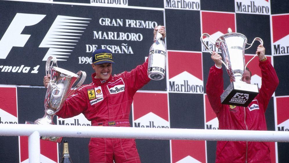 Für Lewis Hamilton war Michael Schumacher bei Ferrari nicht der alleinige Er... - Bildquelle: Motorsport Images
