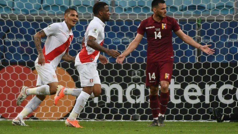 Peru gewinnt mit Guerrero und Farfan (v.l.) - Bildquelle: AFPSIDEVARISTO SA