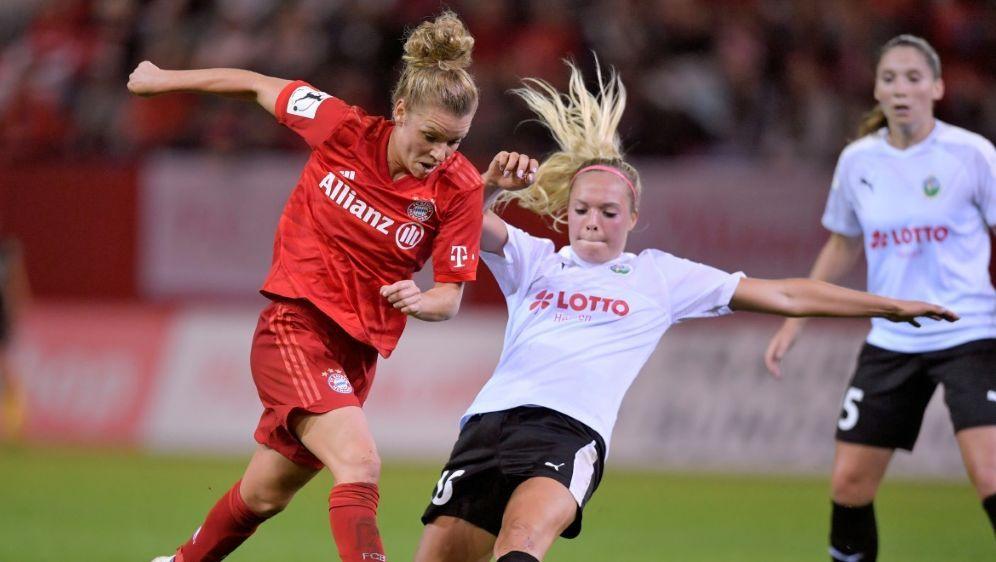 Linda Dallmann (l.) bleibt dem FC Bayern erhalten - Bildquelle: PIXATHLONPIXATHLONSID