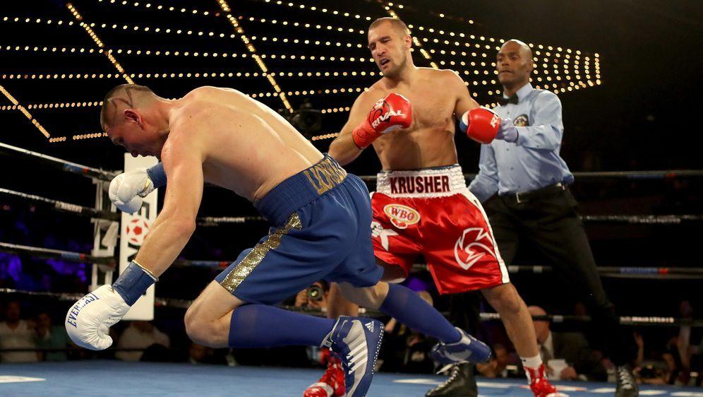 Sergey Kovalev (re.) bleibt WBO-Weltmeister im Halbschwergewicht - Bildquelle: Getty Images