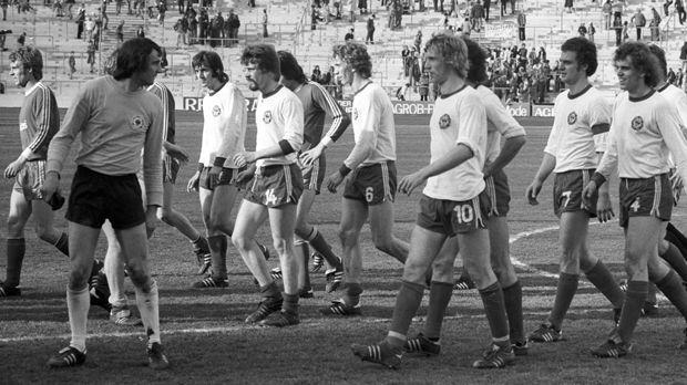 Platz 10 - Tennis Borussia Berlin (1974/75, 21 Punkte, 38:89 Tore) - Bildquelle: imago sportfotodienst