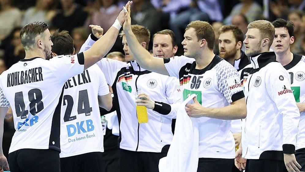 Wollen zum großen Wurf ausholen: Die deutschen Handballer zählen bei der WM ... - Bildquelle: 2017 Getty Images