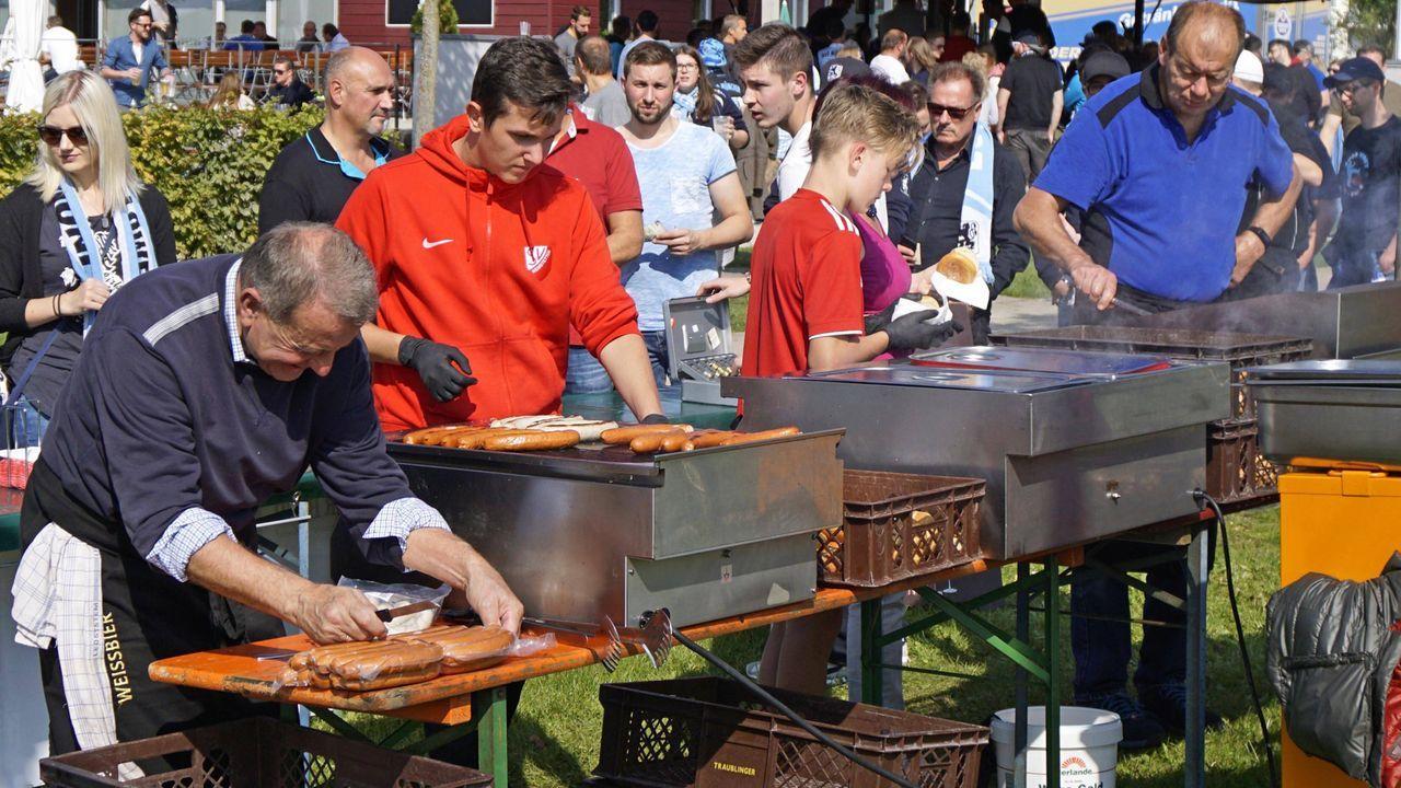 Vorgebratene Stadionwurst - Bildquelle: imago/MIS