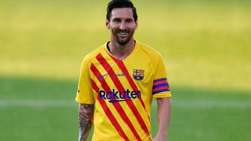 Weiterhin Kapitän des FC Barcelona: Lionel Messi - Bildquelle: AFPSIDPAU BARRENA