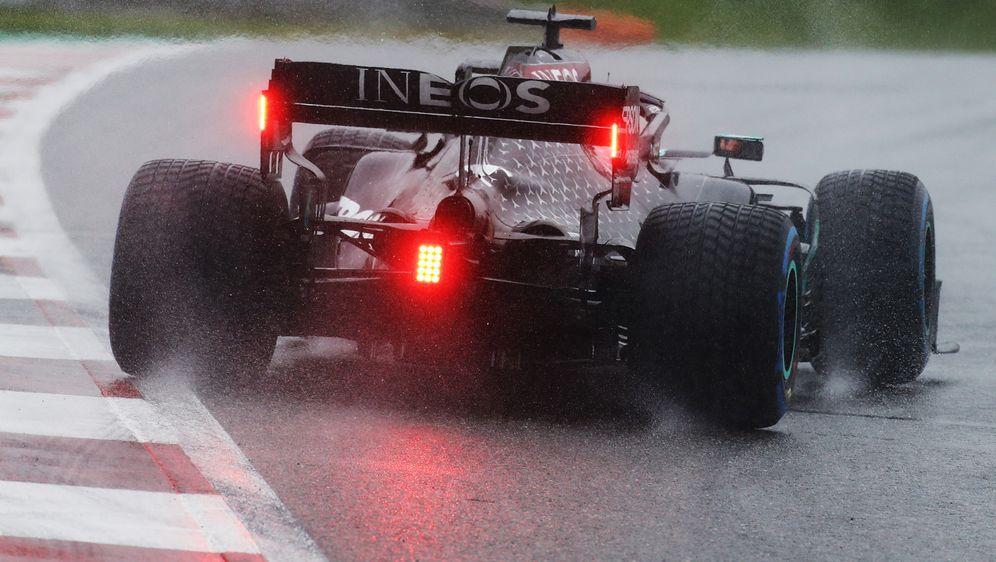 Lewis Hamilton sichert sich die Pole Position - Bildquelle: Getty