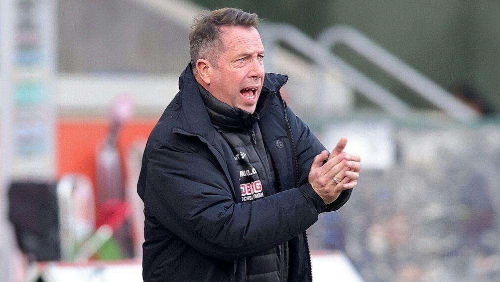 Dynamo-Trainer Kauczinski sieht ein 2:0 seines Teams - Bildquelle: FIROFIROSID