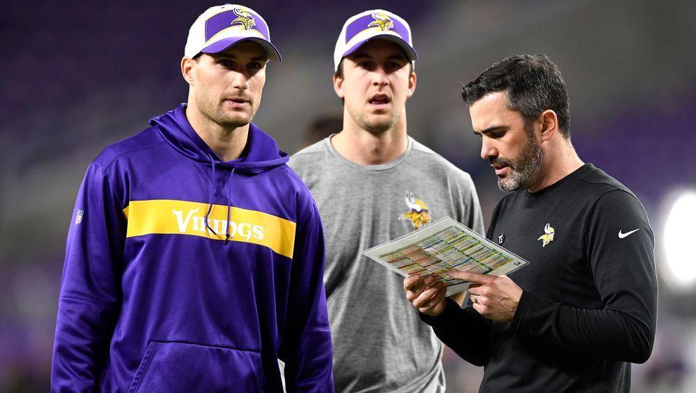 Kevin Stefanski (r.) war bisher der Quarterbacks Coach von Kirk Cousins (l.) - Bildquelle: Getty Images