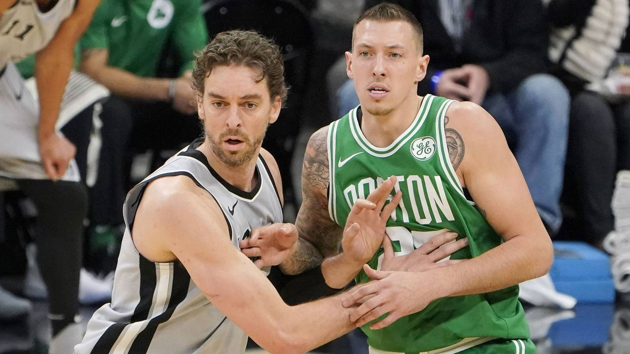 Platz 11: Daniel Theis (Boston Celtics/Basketball) - Bildquelle: imago