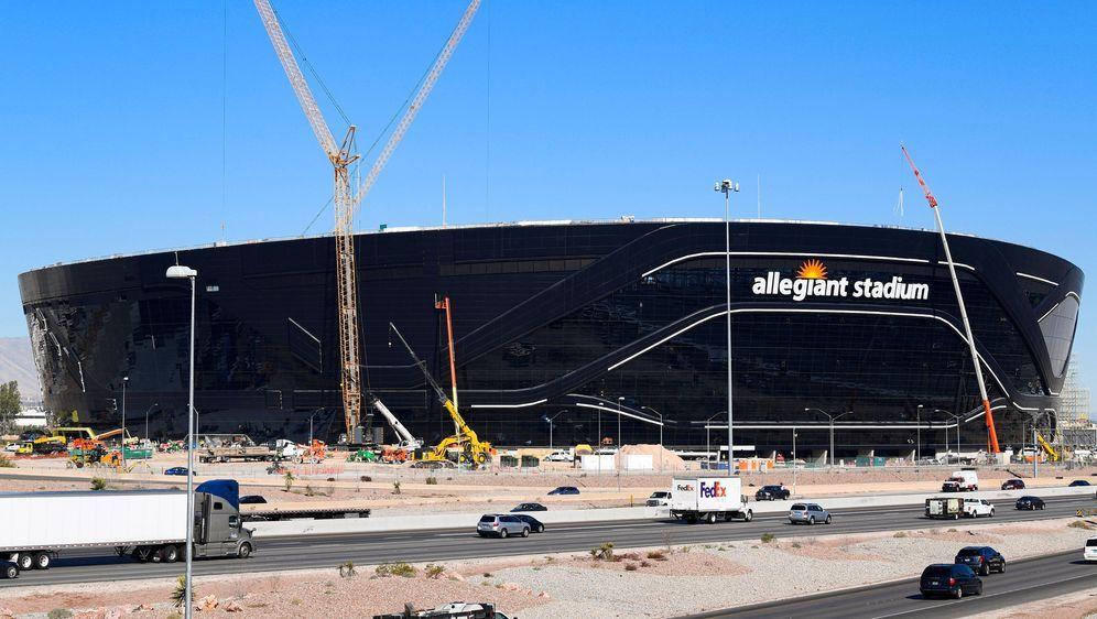 Die Baustelle am Allegiant-Stadium: Hier entsteht die neue Spielstätte der L... - Bildquelle: imago
