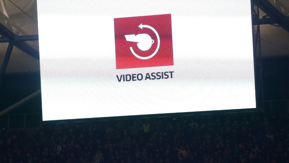 Der Videobeweis kommt auch in der zweiten spanischen Liga - Bildquelle: firo Sportphotofiro SportphotoSID