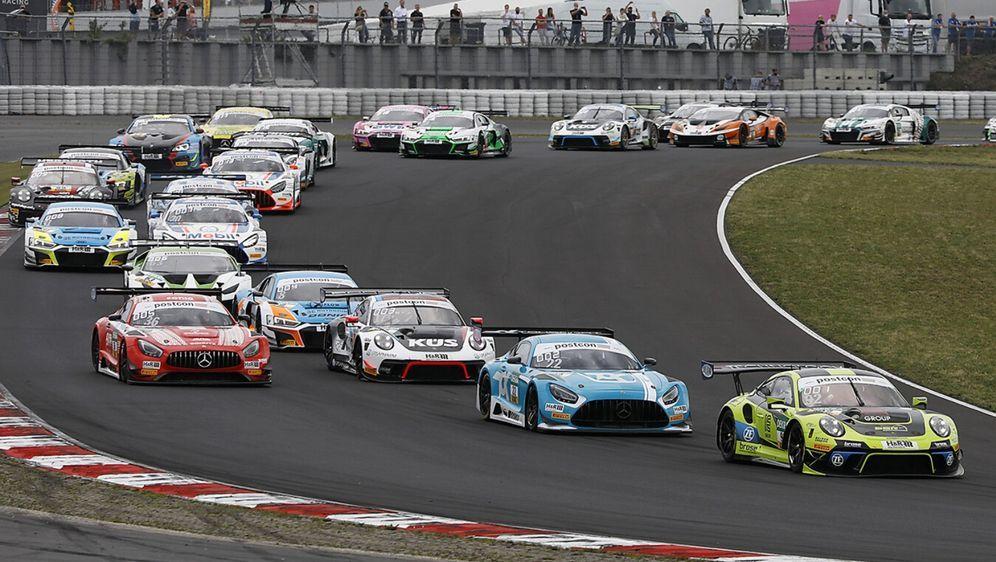 Die GT3-Boliden müssen für die DTM nicht aufwendig umgerüstet werden. - Bildquelle: Alexander Trienitz