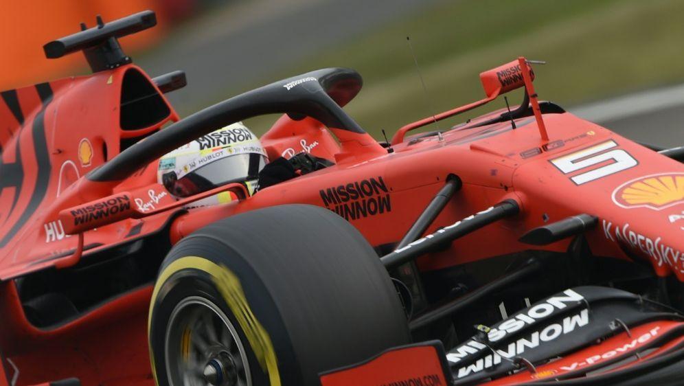 Sebastian Vettel kämpft um seinen Status bei Ferrari - Bildquelle: AFPSIDSTR