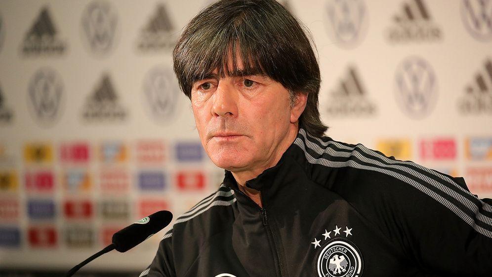 Joachim Löw gibt eine Pressekonferenz. ran.de verfolgt die Erklärung des Bun... - Bildquelle: Imago