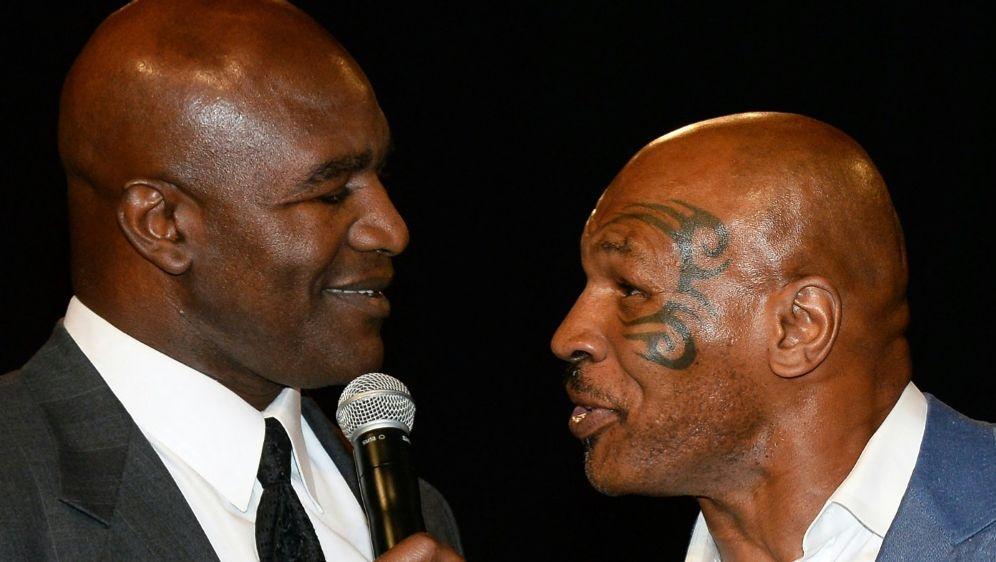 Holyfield (l.) und Tyson planen Schaukampf - Bildquelle: AFPGETTY SIDETHAN MILLER