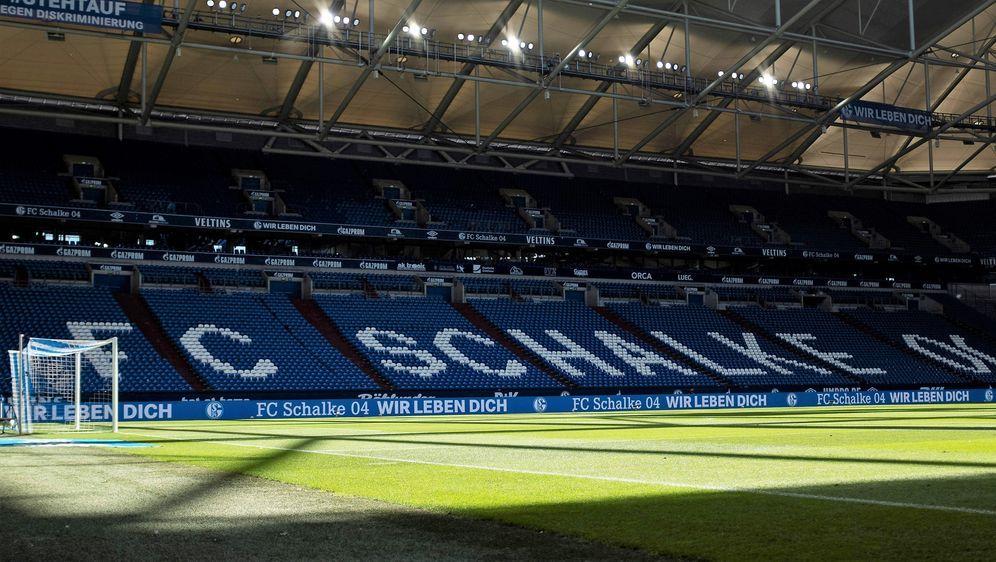 Der Schalker Nachwuchs wird künftig nicht mehr vom gewohnten Fahrdienst gefa... - Bildquelle: imago images