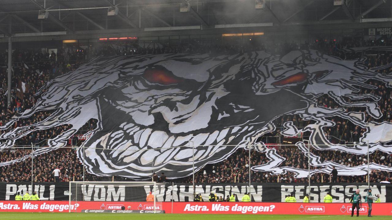 Hamburg-Derby - Pauli-Fans heizen dem Millerntor ein - Bildquelle: imago images / Nordphoto