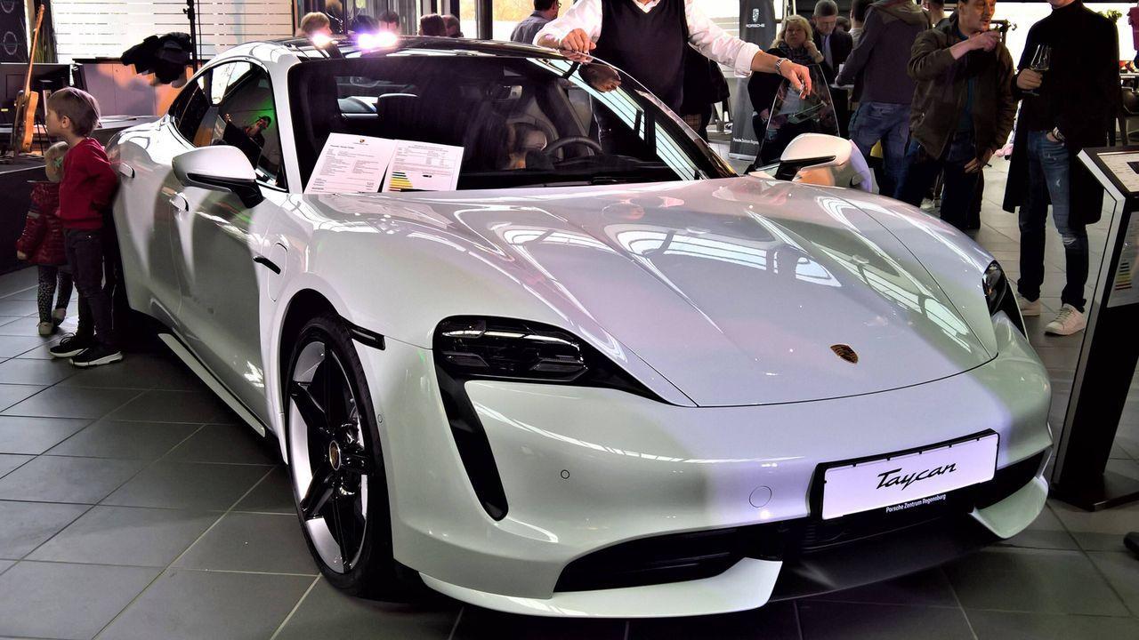 Porsche Taycan Turbo S  - Bildquelle: imago images/Manfred Segerer