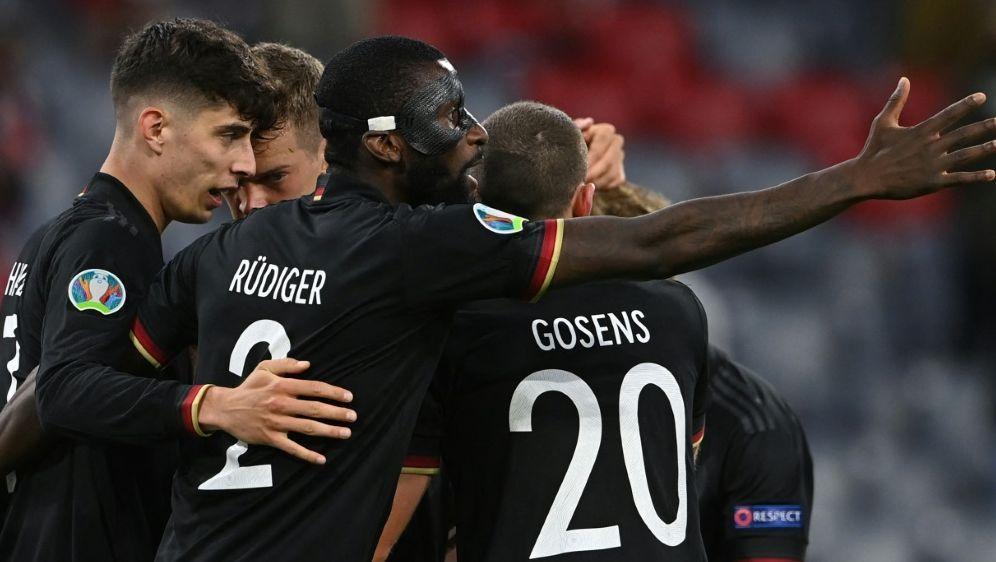 Fußball-Fans glauben an Achtelfinalsieg des DFB-Teams - Bildquelle: AFPPOOLSIDCHRISTOF STACHE