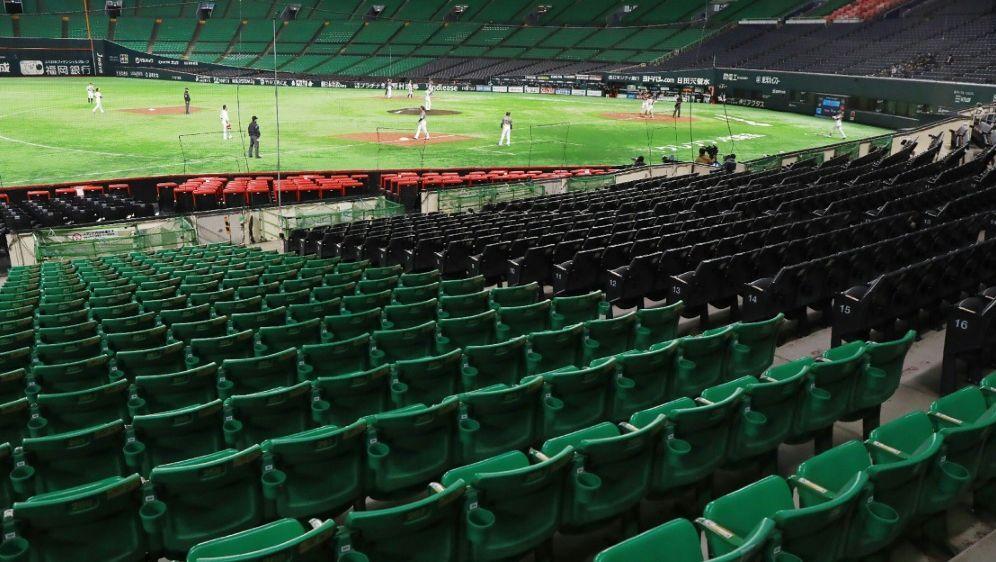 Erst ab dem 10. Juli dürfen wieder Zuschauer ins Stadion - Bildquelle: JIJI PRESSAFPSIDSTR