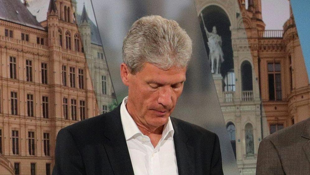 Kritisiert den Restart der 3. Liga: Helmut Holter - Bildquelle: AFPPOOLSIDCHRISTIAN CHARISIUS