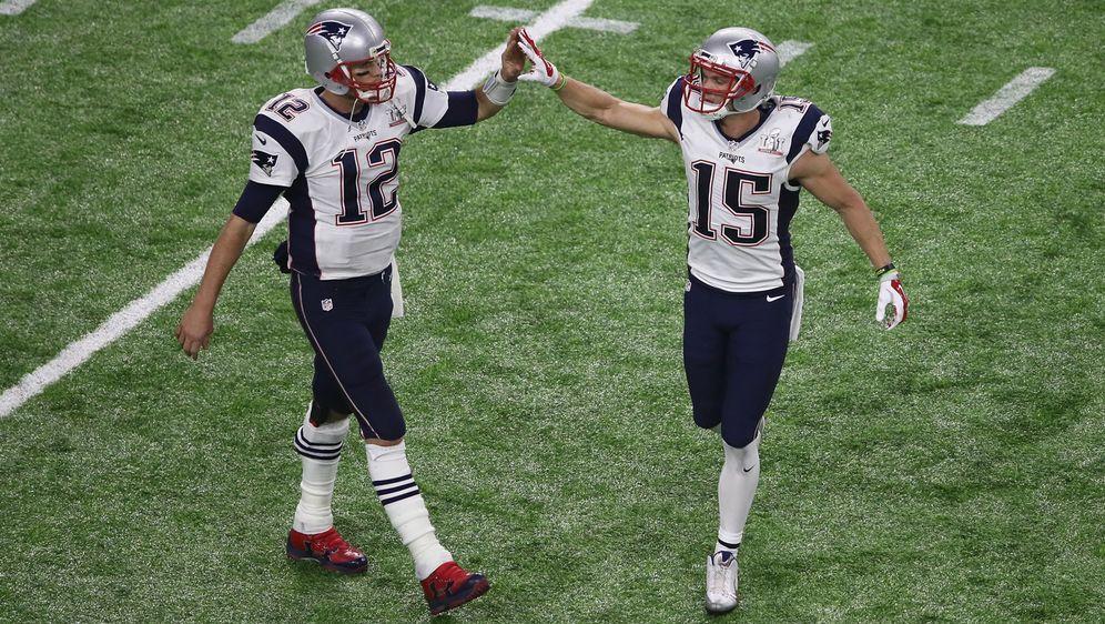 Chris Hogan (re.) adelt Tom Brady und Bill Belichick. - Bildquelle: Getty Images