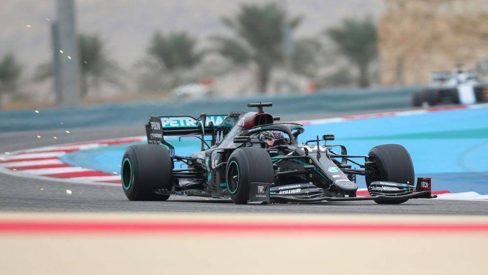 Lewis Hamilton mit Bestzeit im Training - Bildquelle: AFPSIDTOLGA BOZOGLU