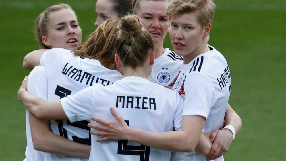 FIFA-Weltrangliste: Deutschland weiter auf Rang zwei - Bildquelle: FIROFIROSID