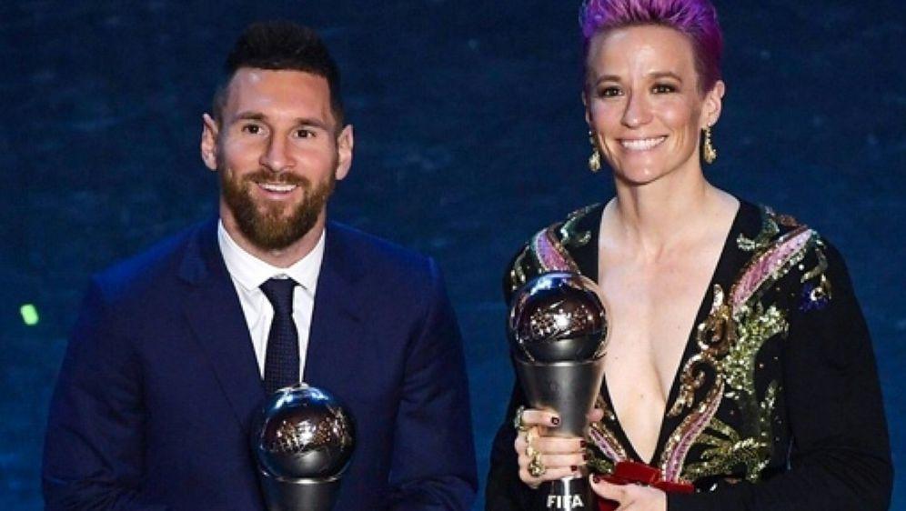 Die Favoriten: Lionel Messi (l.) und Megan Rapinoe (r.) - Bildquelle: AFPSIDMARCO BERTORELLO